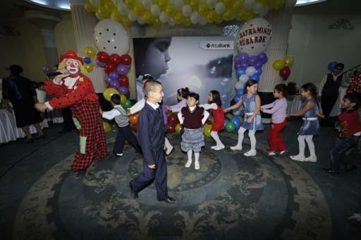 """""""AtaBank"""" ASC Qurban bayramında kimsəsiz uşaqları sevindirdi (FOTO)"""