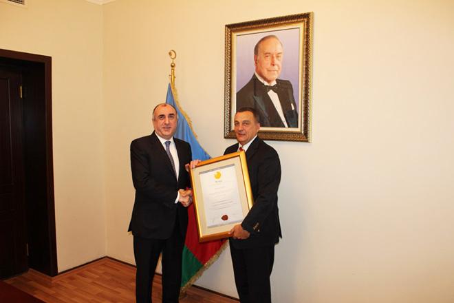 """Elmar Məmmədyarov """"2011-ci ilin pozitiv şəxsi"""" adına layiq görülüb (FOTO)"""