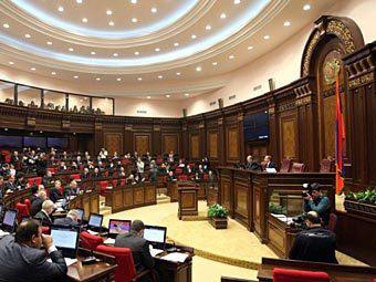 Ermənistan Prezidenti ölkə parlamentini buraxıb – RƏSMİ