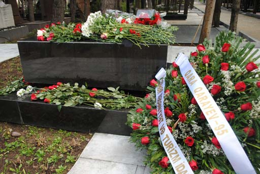 В Баку в Аллее почетного захоронения почтили память Гара Гараева (фото)