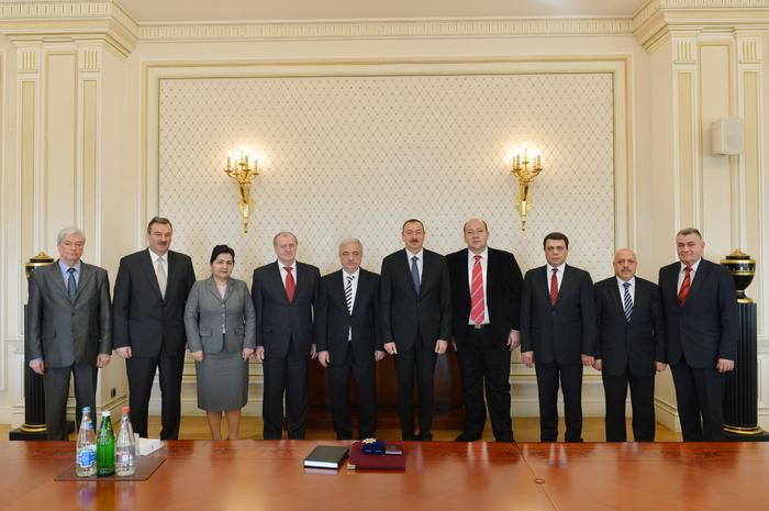 Ильхам Алиев награжден нагрудным знаком по случаю 20-летнего юбилея Конфедерации профессиональных союзов Азербайджана (ФОТО)