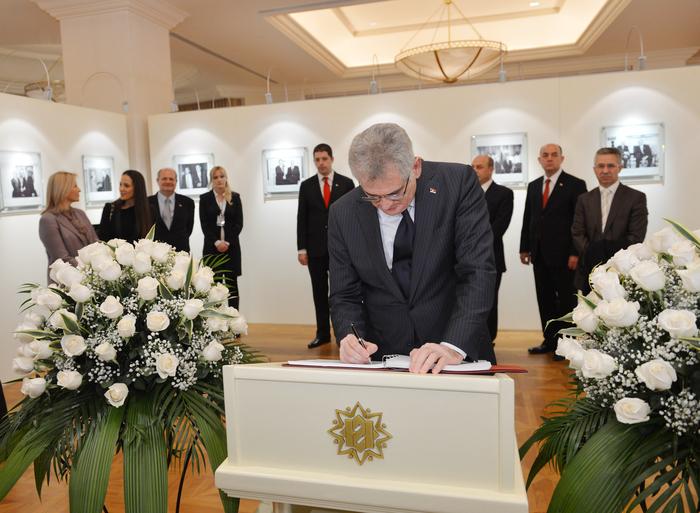 Президент Сербии и его супруга побывали в Фонде Гейдара Алиева (ФОТО)