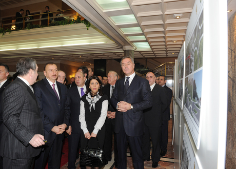 President Ilham Aliyev familiarizes himself with projects to be implemented in Montenegro by Azerbaijan (PHOTO)