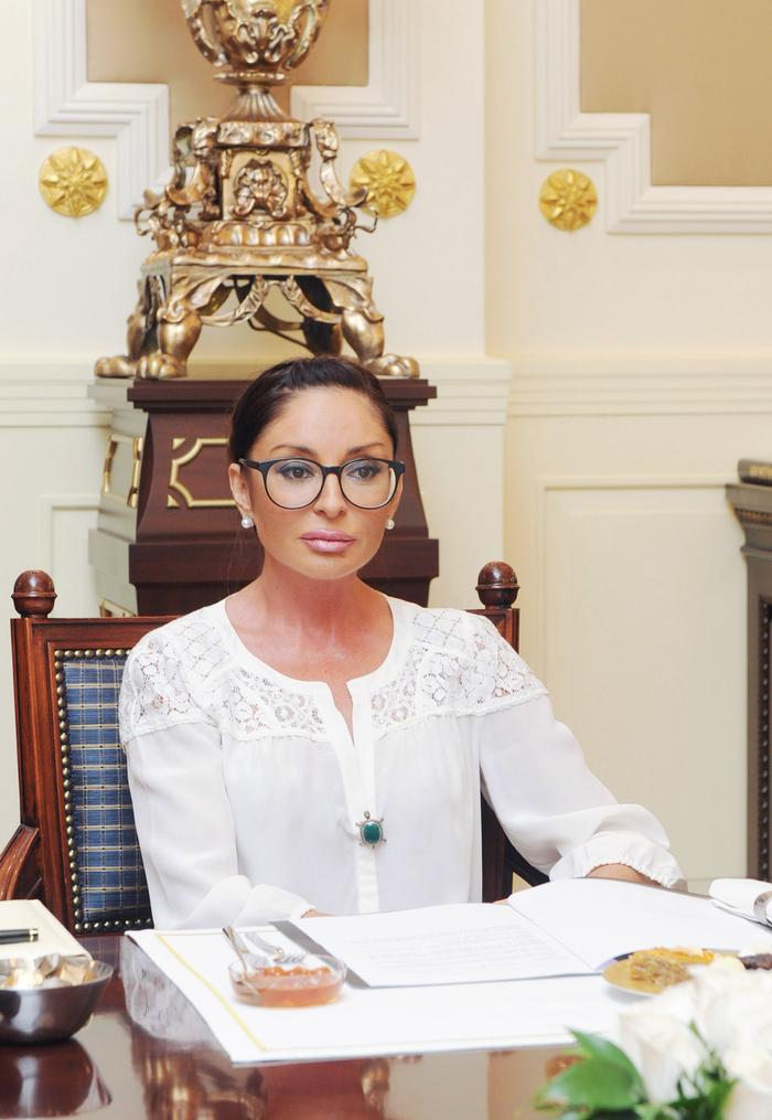 "Azerbaijan`s First Lady receives ""The Symbol of Humanity"" Award (PHOTO)"