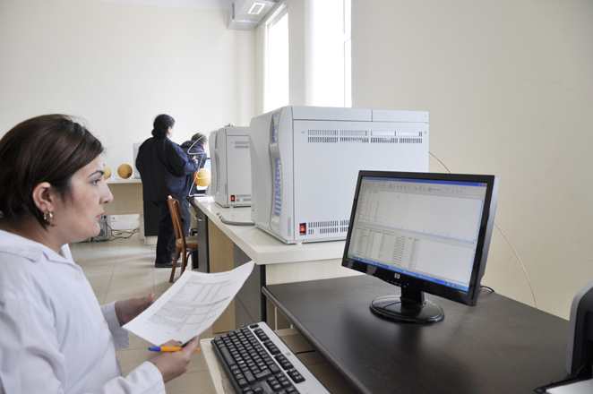 """""""Azərikimya""""nın Mərkəzi laboratoriyasında kompüter sistemli müasir xromotoqraflar quraşdırılıb (FOTO)"""