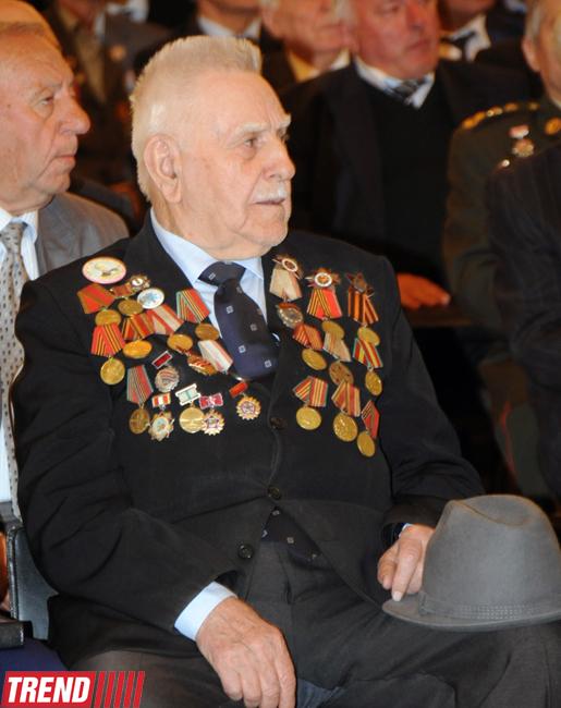 Azərbaycan veteranları İlham Əliyevin prezidentliyə namizədliyini dəstəklədilər (FOTO)