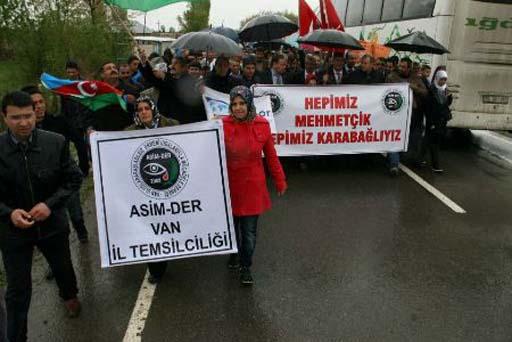 Türkiyə-Ermənistan sərhədində etiraz aksiyası keçirilib (FOTO)