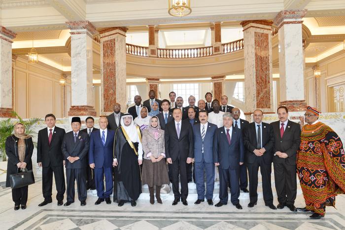 Prezident İlham Əliyev: Azərbaycan İslam həmrəyliyinin inkişafı üçün öz rolunu oynayır (ƏLAVƏ OLUNUB) (FOTO)