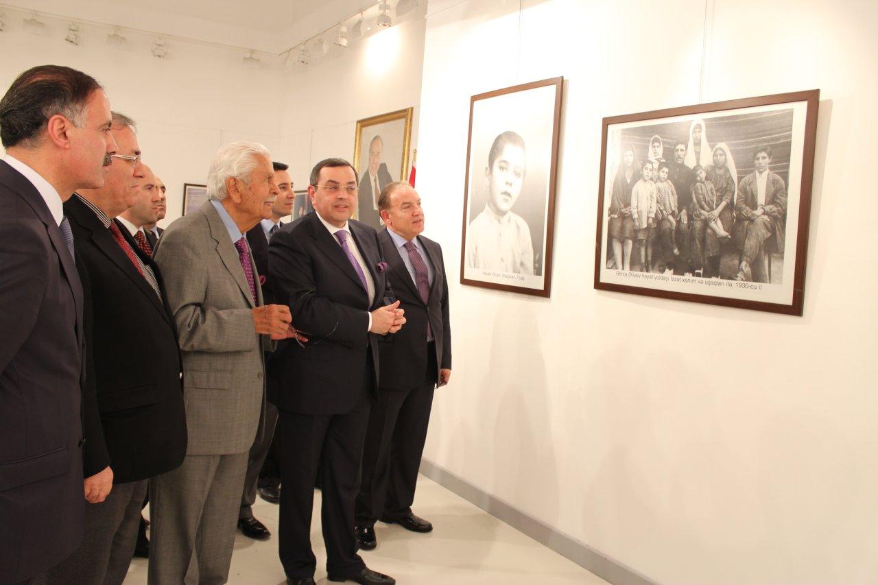 """Ankarada """"Heydər Əliyev və Türkiyə"""" adlı fotosərgi açılıb (FOTO)"""
