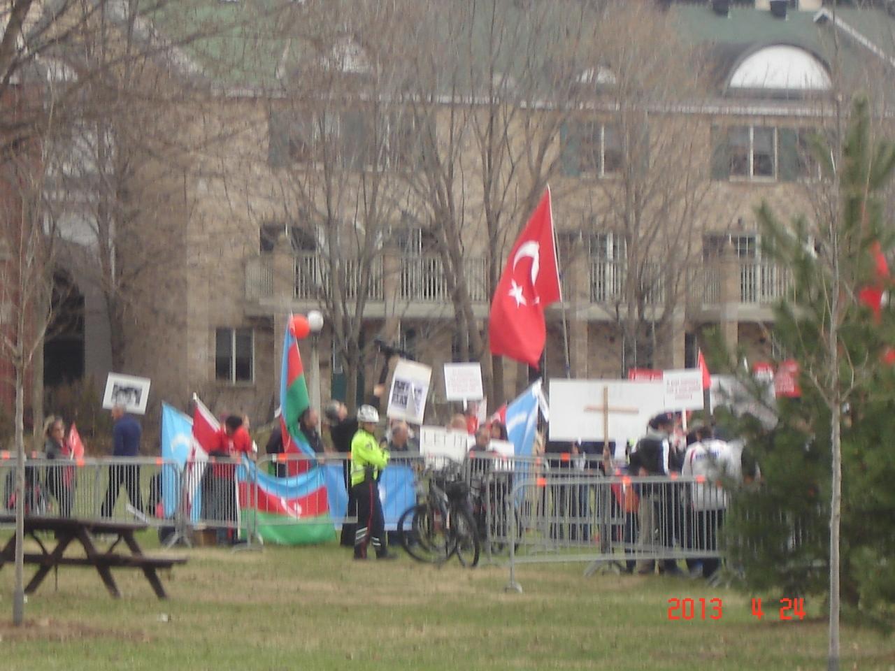 Azərbaycan və türk icmaları ermənilərin Kanadadakı etiraz aksiyasına cavab verdilər (FOTO)