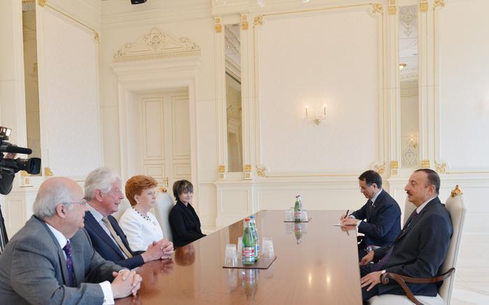 Президент Азербайджана принял представителей Международного центра Низами Гянджеви и Мадридского клуба