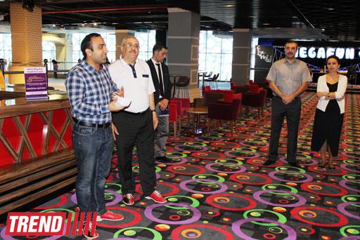 В Баку состоялся турнир по боулингу среди представителей СМИ (фотосессия)