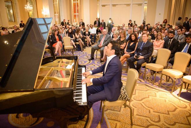 Общественному деятелю США  вручена награда имени Гейдара Алиева (ФОТО)