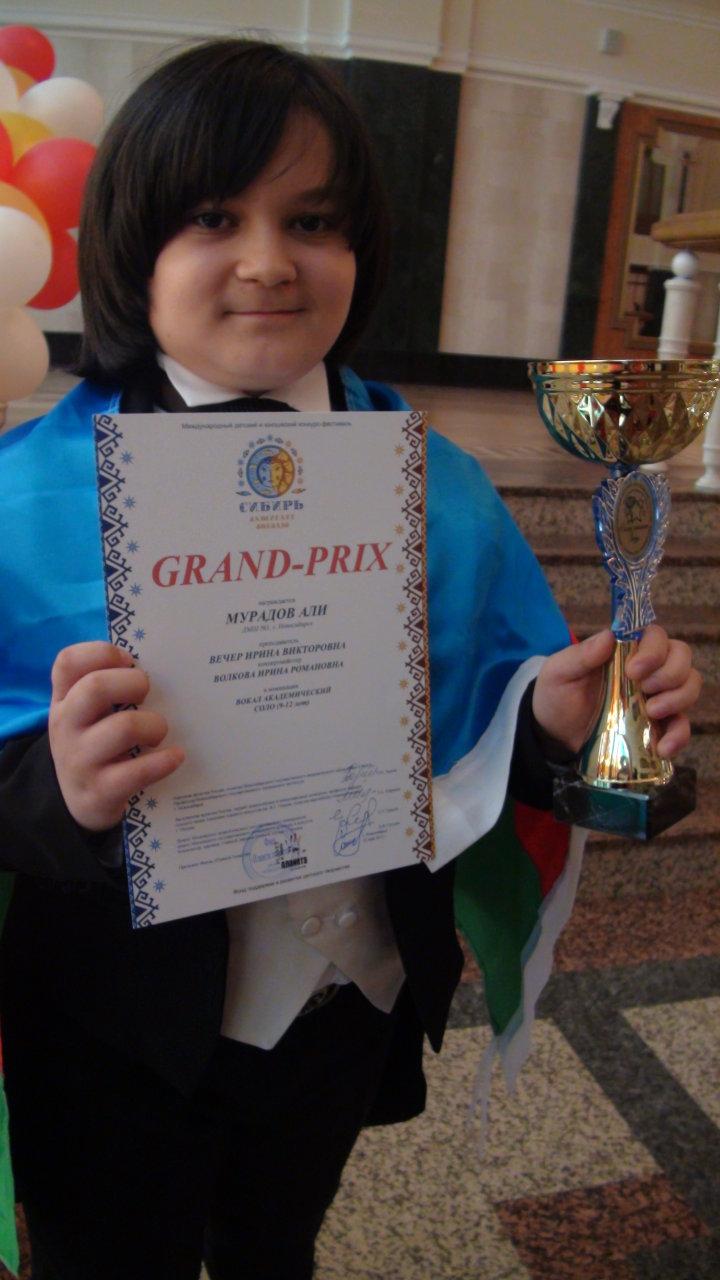 Юный азербайджанский вокалист завоевал Гран-при на международном конкурсе в Новосибирске (фото-видео)