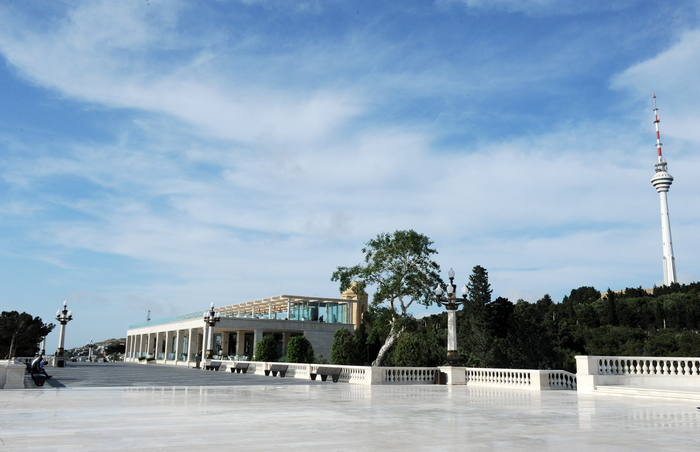 Президент Азербайджана ознакомился с условиями, созданными в Нагорном парке после реконструкции  (ФОТО) (версия 2)