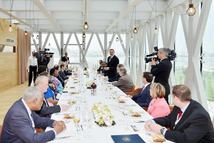 От имени Президента Азербайджана дан рабочий ланч в честь группы конгрессменов США