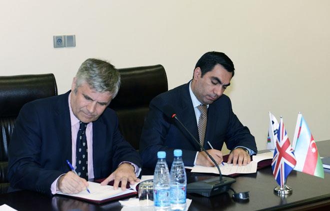 """Bakı Ali Neft Məktəbi ilə """"British Council"""" təşkilatı arasında əməkdaşlıq protokolu imzalanıb (FOTO)"""