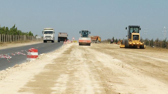 На автодороге Гала-Пираллахи началась укладка бетонно-асфальтового покрытия (ФОТО)