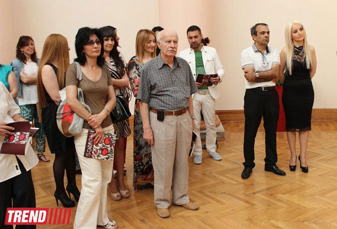 """В Баку открылась выставка гобеленов Семени Гасымзаде: """" Это искусство чувства и ощущения"""" (фото)"""