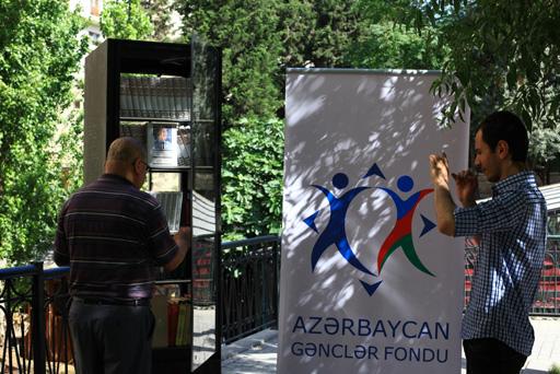"""Azərbaycanda gənclərdə kitaba marağı artırmaq üçün """"Açıq rəf"""" layihəsinə start verildi (FOTO)"""