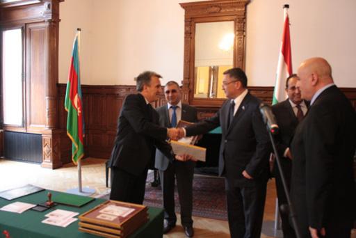 Азербайджан и Венгрия выпустили совместную почтовую марку (ФОТО)