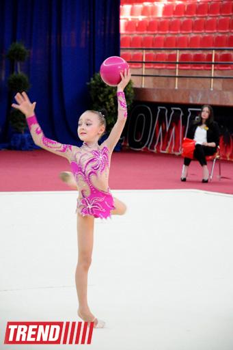 Bədii gimnastika üzrə XX Azərbaycan birinciliyinin ilk qalibləri müəyyənləşib (FOTO)