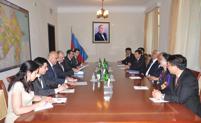 Глава МИД Азербайджана принял парламентскую делегацию Вьетнама (ФОТО)