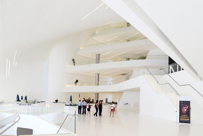 Жители Баку и гости столицы могли свободно посетить выставку известного художника Энди Уорхола  в Центре Гейдара Алиева (ФОТО)