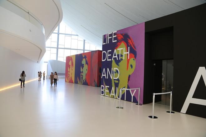 Выставка работ Энди Уорхола в Центре Гейдара Алиева в Баку создала фантастические возможности (ФОТО)