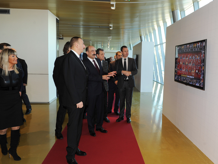 Azerbaijani president observes arrangement of exhibitions at new building of Carpet Museum (PHOTO)