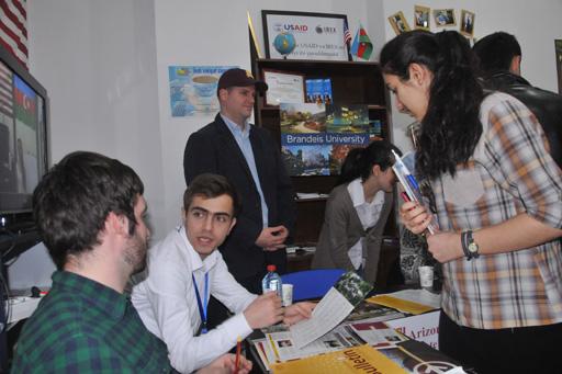 """Sumqayıtda Education USA """"Alumni Fair"""" - ABŞ-da Təhsil """"Məzunlar Yarmarkası"""" keçirilib (FOTO)"""