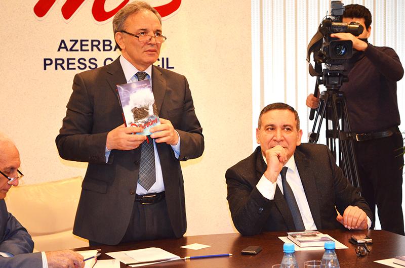 """Rəşad Məcidin """"Dəlicəsinə"""" kitabının təqdimatı keçirilib (FOTO)"""