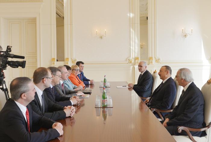 İlham Əliyev Ulyanovsk vilayətinin qubernatorunun başçılıq etdiyi nümayəndə heyətini qəbul edib