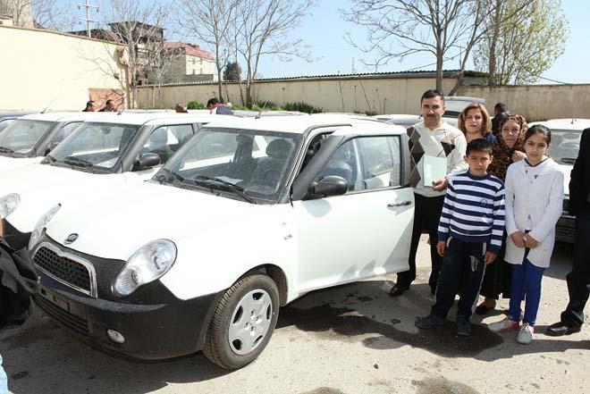 ƏƏSMN daha 100 nəfər Qarabağ müharibəsi və 20 Yanvar əlili minik avtomobilləri ilə təmin edib (FOTO)