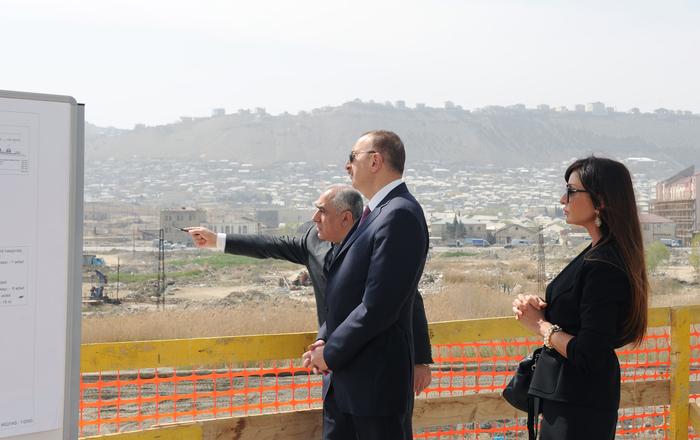 Prezident İlham Əliyev və xanımı Bakıda tikilən Su İdmanı Sarayında inşaat işlərinin gedişi ilə tanış olublar (FOTO)