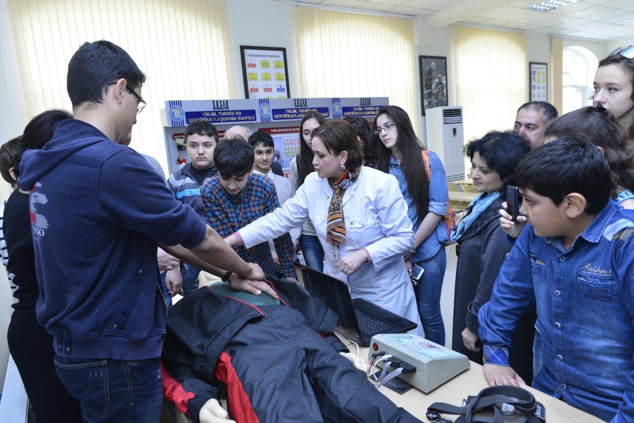 Члены Клуба юных инженеров при Бакинской высшей школе нефти посетили учебные центры SOCAR (ФОТО)