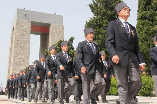 Azərbaycanın müdafiə naziri Çanaqqala döyüşünün 99-cu ildönümü münasibətilə keçirilən tədbirlərdə iştirak edir (FOTO)