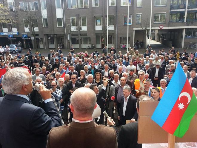 Türk təşkilatları Hollandiyanın Almelo şəhərində etiraz aksiyası keçirib  (FOTO)