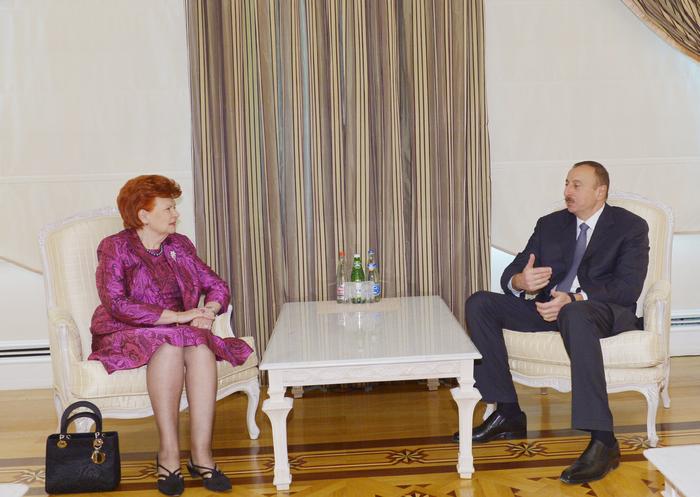 İlham Əliyev Latviyanın keçmiş Prezidentini qəbul edib