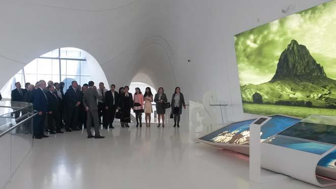 YAP Nizami rayon təşkilatının və rayon ictimaiyyətinin nümayəndələri Heydər Əliyev Mərkəzi ilə tanış olublar (FOTO)