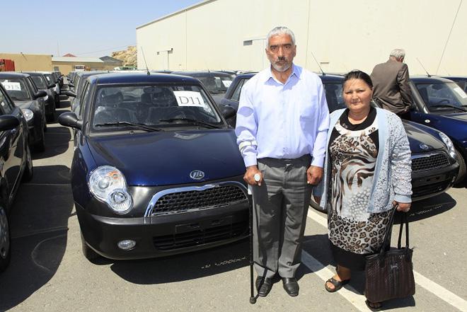 В Азербайджане за последний месяц более 670 инвалидов получили автомобили (ФОТО)