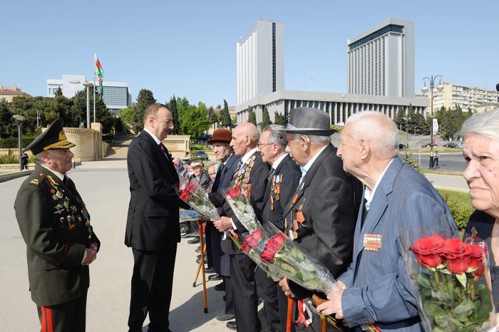 Azerbaijani president attends Victory Day ceremony in Baku (PHOTO)