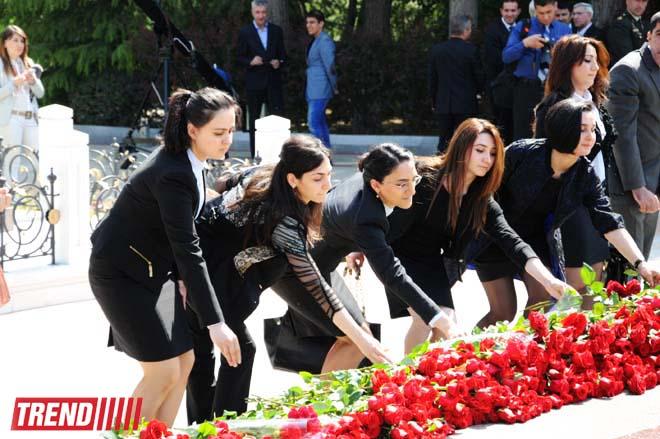 Azerbaijan's public marks 91st anniversary of birth of national leader Heydar Aliyev