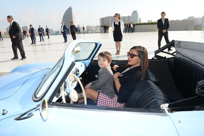 Vintage cars rally in Baku commemorates national leader Heydar Aliyev's 91st anniversary