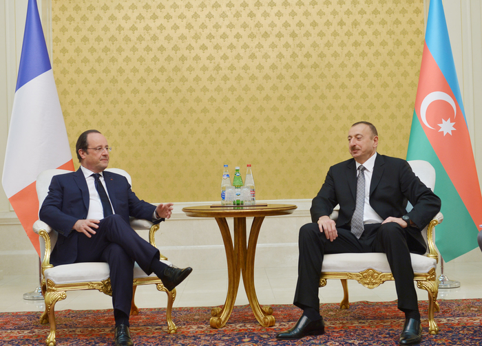 Azerbaijani, French presidents have one-on-one meeting (PHOTO)