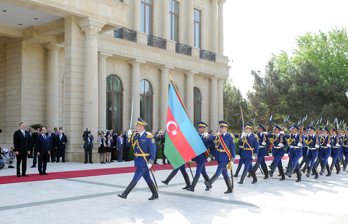 Baku hosts official meeting ceremony for French President Francois Hollande (PHOTO)