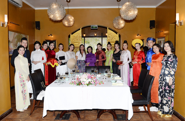 Vietnamese president's spouse hosts dinner in honor of Azerbaijani first lady (PHOTO)