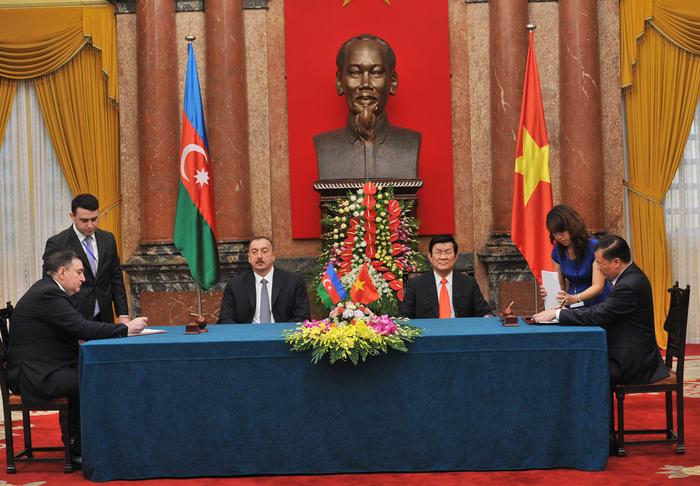 Azerbaijan, Vietnam sign documents (PHOTO)