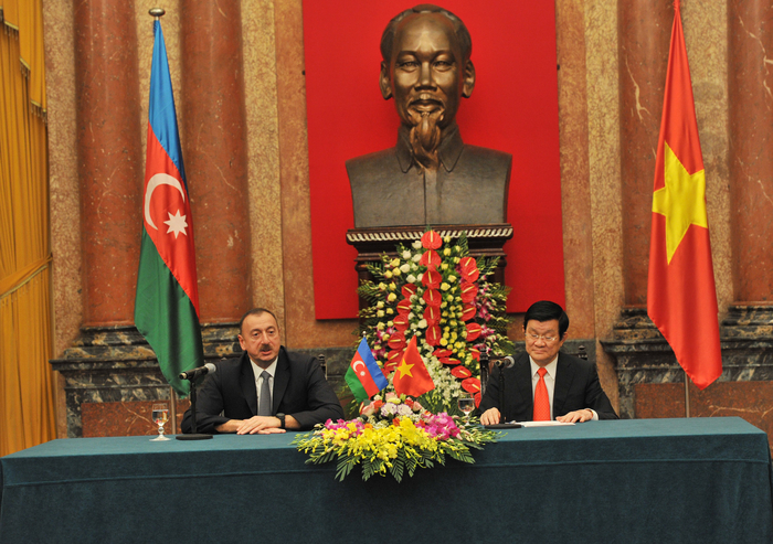 Presidents of Azerbaijan and Vietnam make statements for press (PHOTO)