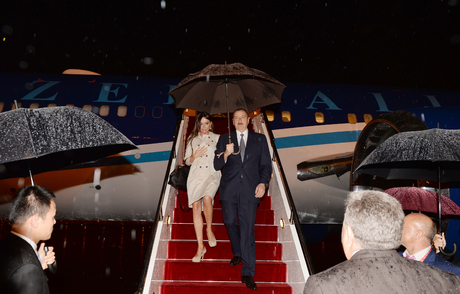 Azerbaijani president arrives in China on a working visit (PHOTO)